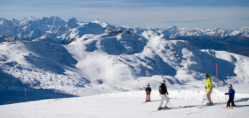 Switzerland_Verbier_piste-view-family.jpg